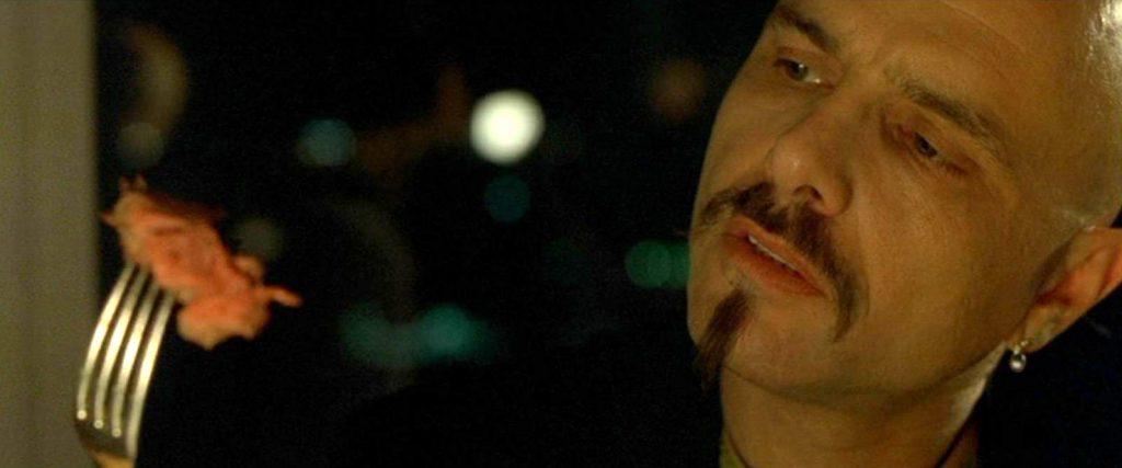 In de film The Matrix pleegt Cypher verraad om terug de illusie in te mogen: hij kan de waarheid niet aan.