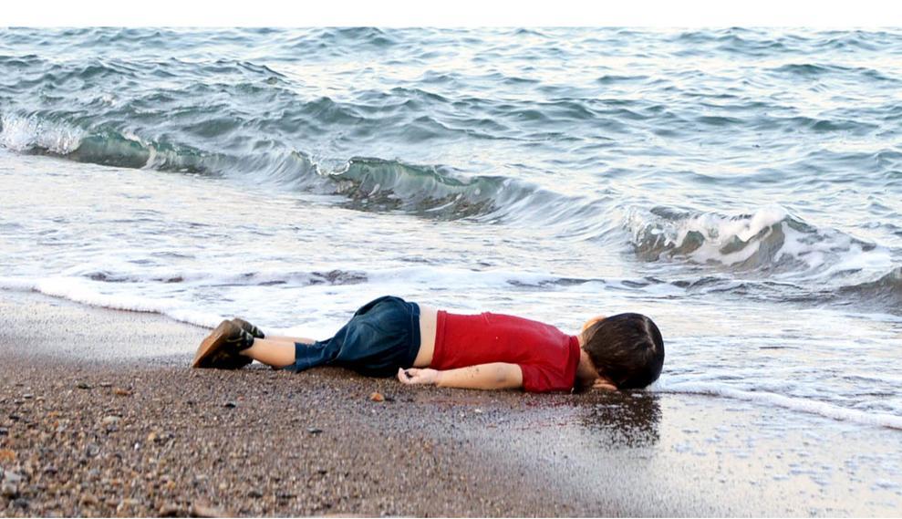 Aylan Kurbani, het jongetje dat aanspoelde bij de kust van Bodrum in Turkije, zorgde voor een collectieve voltooide contrastervaring: dit deugt niet, er moet iets gebeuren.
