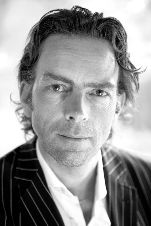 Arjan Broers is auteur, adviseur en theoloog.